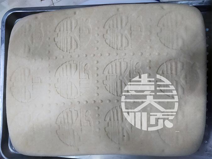 用做豆制品的机器生产出来的豆腐实图